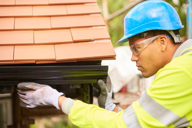 Beaverton Worker Installing gutters